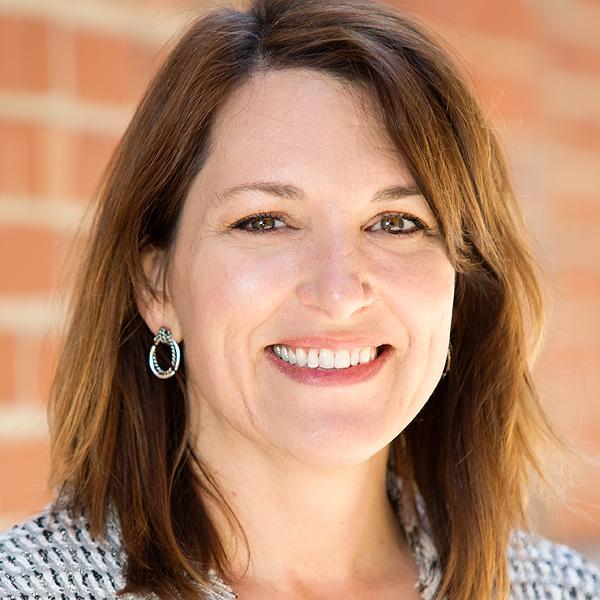 Headshot Julie Plowden